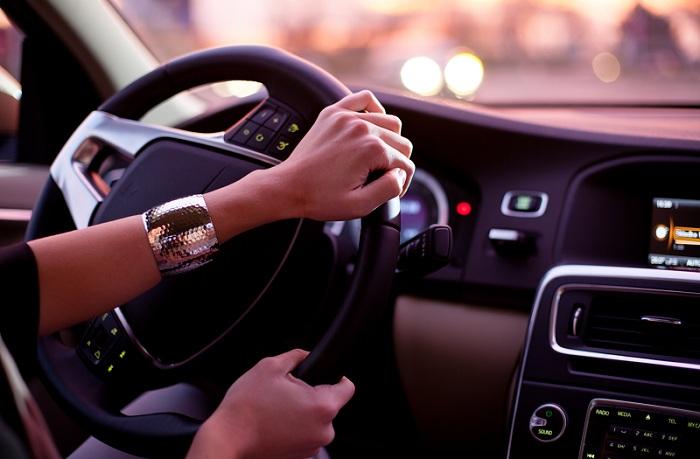Cara Berkendara Mobil Hemat